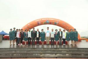 香港女童軍總會香港總監李周美枝女士、會務委員會成員聯同主禮嘉賓及主禮團嘉賓一起合照。