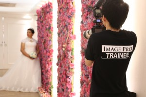 Image Pro trainee took pre-wedding photos for the ethnic minorities with an aim to enhance their understanding towards local culture.