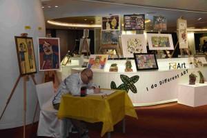 4.晚會前邀請了「愛不同藝術」(i-dArt)藝術家即場繪畫,展示他們的創作天份。