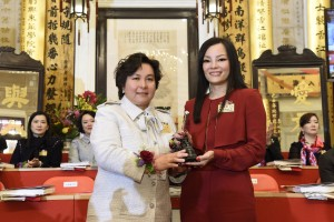 Ms. Maisy HO (left), Chairman of Tung Wah Group of Hospitals (2015/2016), handing over the title deeds and seals to Mrs. Katherine MA (right), Chairman of Tung Wah Group of Hospitals (2016/2017).
