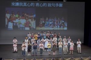 學生於東華三院特殊學校聯校畢業典禮上表演。