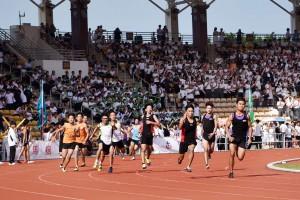 圖三為健兒們在比賽場上挑戰自我,屢創佳績。