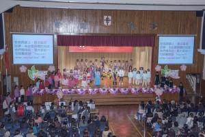 圖二及圖三為學生們精彩表演,祝賀學校創校二十周年。