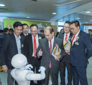 Robot-assisted interactive teaching demonstration and photo-taking zone were set up at the ceremony, providing experience of innovative outputs of the Project.