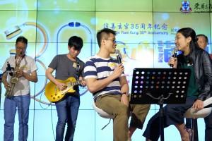 由廣華醫院的醫護人員組成的樂隊Band One即場表演精湛歌藝。