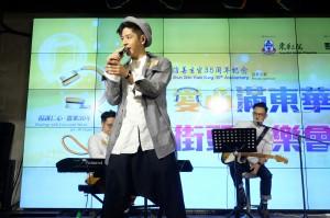 歌手許廷鏗先生壓軸表演,觀眾反應熱烈。