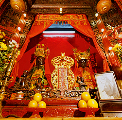 Man Mo Temple, dedicated to King Emperor Man and Holy King-Emperor Kwan, is one of the oldest temples in Hong Kong.