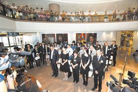 為悼念在菲律賓挾持人質事件中遇難的香港市民,於活動開始前全場嘉賓起立默哀。