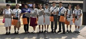 圖四、五、六及七為東華三院董事局成員走遍全港多區賣旗籌款,又鼓勵在場的義工。