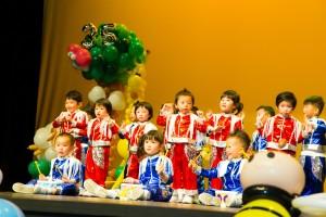 東華三院廖恩德紀念幼稚園學生於校慶典禮上作出精彩表演。