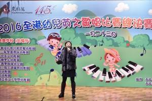 图三为著名歌手及歌唱导师麦洁文小姐担任表演嘉宾。