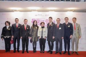 東華三院主席何超蕸小姐(中)率領一眾董事局成員出席頒獎晚會,答謝各界的鼎力支持。