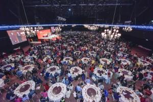 多個參與「歡樂滿東華2015」籌款活動之團體一同出席頒獎晚會,場面熱鬧。