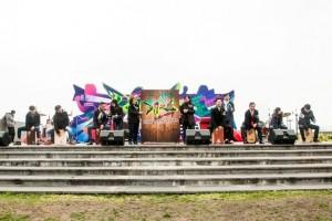 東華三院「DARE! Fiesta for Youth」青年音樂會由民政事務局副局長許曉暉SBS太平紳士(右六)及東華三院主席何超蕸小姐(右七)主禮,與多位年青人一同撃鼓為音樂會進行開展儀式。