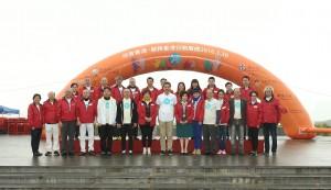 3.保良局主席朱李月華博士(前排左七)、董事局成員聯同主禮嘉賓及主禮團嘉賓一起合照。