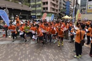 參賽隊伍在上環永樂街休憩公園出發,參加「Cheer Up」城市定向比賽。