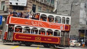 東華三院友心情網上電台古董電車由上環巡遊至銅鑼灣。
