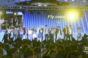 「Beyond the Line青少年自家創作音樂劇」的年青學員表演「夢想‧同行」。