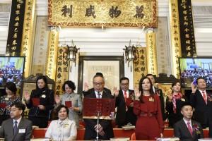 東華三院丙申年年度主席馬陳家歡女士(前排右二)聯同董事局成員宣誓就職。