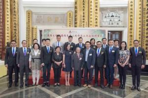 圖三為東華三院主席馬陳家歡女士(前排左六)、禤國維教授(前排左七)、東華三院董事局成員及其他嘉賓的合照。