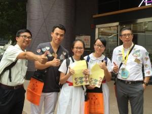 圖四、五、六、七、八及九為東華三院董事局成員走遍全港多區賣旗籌款,並鼓勵在場的義工。
