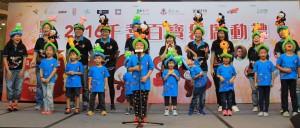 小小慈善家手語兒歌合唱團表演手語歌「齊齊望過去」。