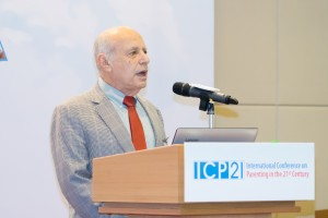 首場專題演講嘉賓賓夕法尼亞大學社會學系弗蘭克.弗斯滕伯格教授。