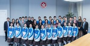東華三院學生大使倫敦參訪團與香港駐倫敦經濟貿易辦事處代表合照