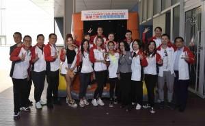 圖六為「挑戰自我隊」與「成就廣華隊」打成平手,由東華三院主席馬陳家歡女士(前排左六)致送獎盃予兩支隊伍。