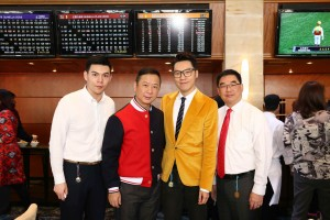 圖四、圖五、圖六為東華三院董事局成員與嘉賓一同出席支持東華三院挑戰盃,場面熱烈。