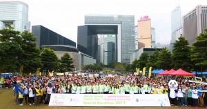 图八为各参与团体、志愿者、参加者大合照。为东华三院 「奔向共融」—香港赛马会特殊马拉松2017(iRun)画上圆满句号。