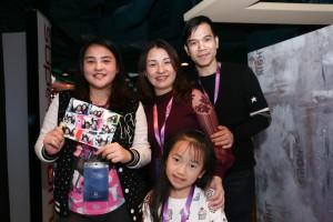 圖九、圖十為東華三院的受助家庭亦獲邀參與東華三院星夢郵輪慈善之旅,一家人在郵輪上渡過一個與別不同的周末。