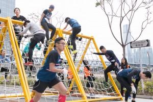 圖三及四為參賽者憑著毅力跨越重重難關,完成賽事。