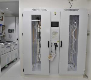 圖四:中心配備先進醫療儀器,包括全港首部「聯鎖式垂立型内視鏡儲存櫃」。