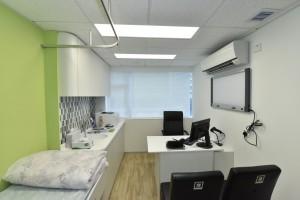 图五及图六:中心的诊症室及内视镜室。