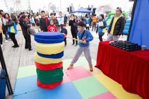 圖八為現場設有精彩表演、攤位遊戲,以及兒童樂園,讓參賽者可帶同孩子一起參與,播下善的種子。