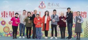 东华三院主席马陈家欢女士(右五),与荣获「最高志愿者服务时数志愿者奖」冠军的志愿者大合照。