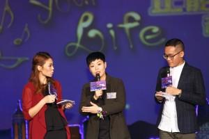 著名唱作歌手林二汶女士除在音乐会上唱出经典歌曲「好天气」外,亦向观众分享正能量讯息。