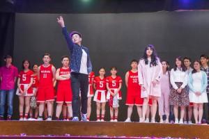 圖二及圖三東華三院黃鳳翎中學學生在40周年校慶典禮上的精彩表演。