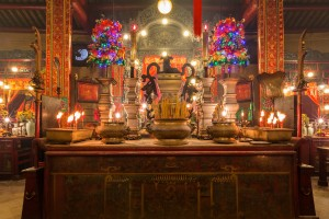 位于文武庙内殿的木神案造于清咸丰元年(1851年),神案上放有鍚造的五供器,造于清光绪十九年(1893年)。