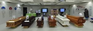 一比一的《靈堂教室》展覽,展示了多個靈堂上的重要物品,以及與喪禮有關而又鮮為人知的資訊。