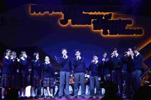 圖五:東華三院屬校學生的音樂表演,為晚宴加添活力動感。