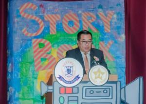 東華三院主席兼校監李鋈麟博士太平紳士於典禮上致辭。