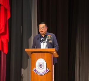 东华三院主席兼名誉校监李鋈麟博士太平绅士于典礼上致辞。