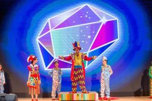 东华三院冼次云小学学生作精彩演出。