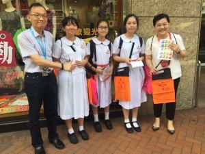 圖四、五、六、七、八、九及十為東華三院董事局成員走遍全港多區賣旗籌款,並鼓勵在場的義工