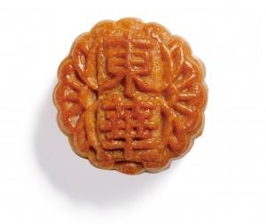 100%香港製造兼用了「麥芽糖醇低糖白蓮蓉」,無添加、無防腐劑,更不含反式脂肪,是市民首選的健康月餅。