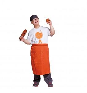 每一个月饼都由iBakery不同能力的员工手工制作,限量生产,质量有保证。