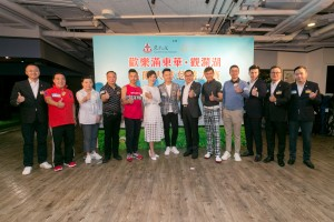 東華三院主席李鋈麟博士太平紳士(右六)、董事局成員及一眾蒞臨嘉賓大合照。
