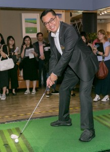 刺激的友谊赛增添现场气氛,并为「欢乐满东华·观澜湖高尔夫球慈善大赛」掀开序幕。